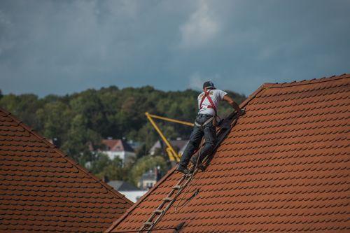 Why You Should Avoid DIY Roof Repair